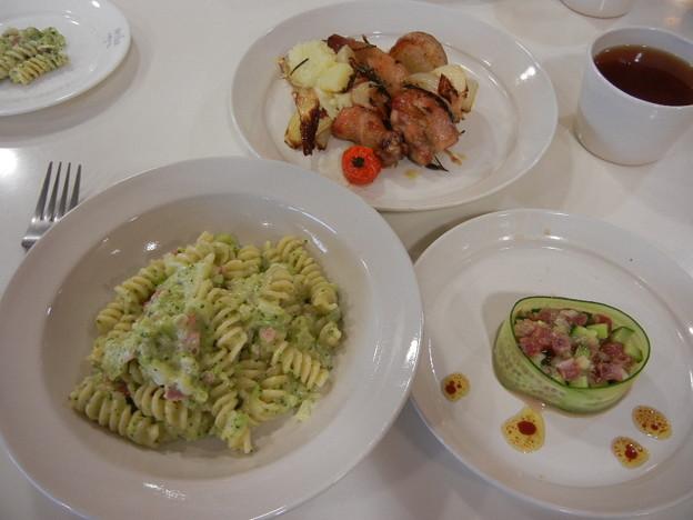 2月 ローストチキン ローズマリー風味・ブロッコリーのクリームパスタ・まぐろの前菜風サラダ