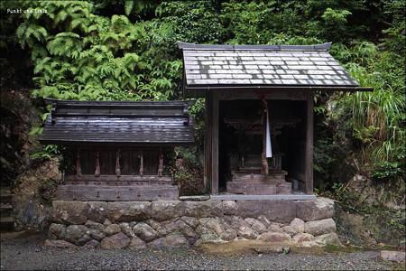 農業神・水分神・疫病除神・火神・防火神(左)、恵美須神社(右)