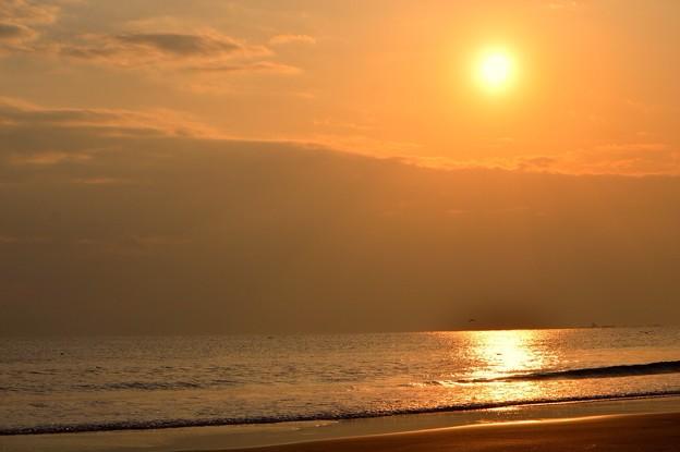 間もなく日没を迎える湘南・鵠沼海岸 #湘南 #藤沢 #海 #波 surfing #wave #mysky #夕焼け