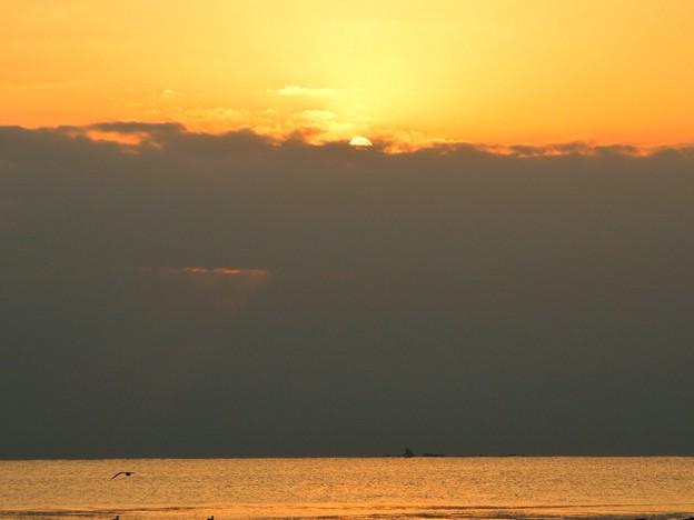 日没の瞬間@湘南・鵠沼海岸 #湘南 #藤沢 #海 #波 surfing #wave #mysky #夕焼け