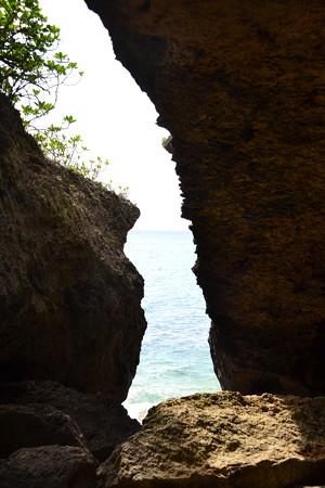 岩間から見える海@ニャティヤ洞 [10/20]