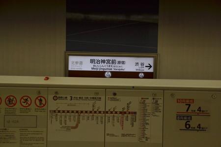 駅名標と路線図@明治神宮前<原宿> [3/19]