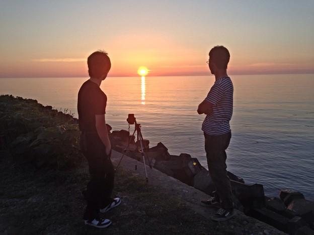 夕陽とカメラと仲間