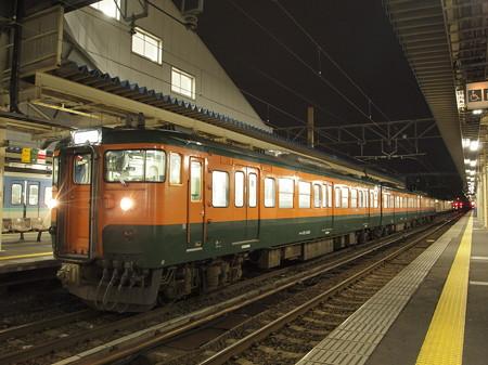 115系湘南色普通 信越本線直江津駅