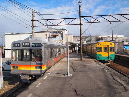 富山地鉄17480系と10030系 富山地鉄本線上市駅