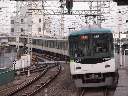 京阪9000系急行 京阪本線八幡市駅