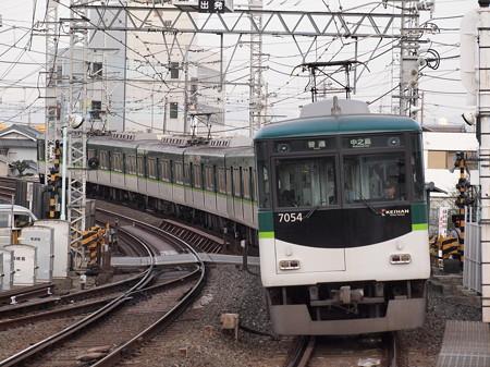 京阪7000系普通 京阪本線八幡市駅