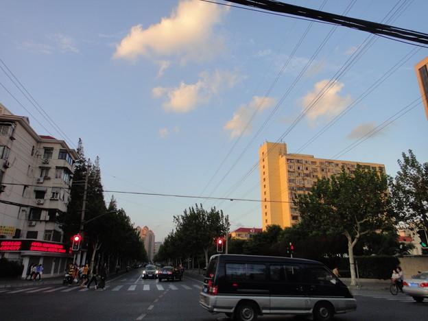 仙霞路×芙蓉江路交差点と空