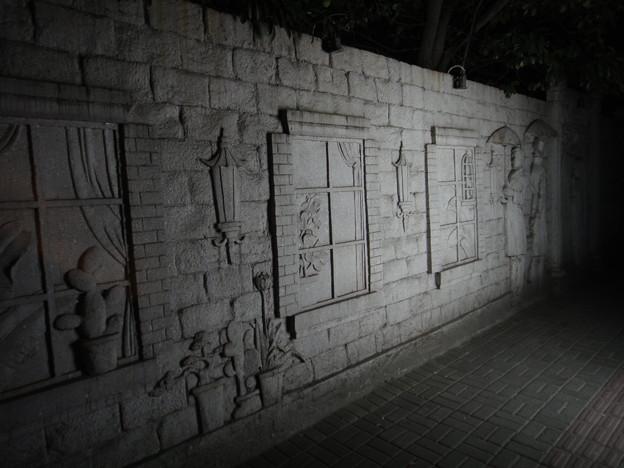 武夷路 壁のレリーフ