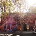 Photos: 逆光のレンガの家