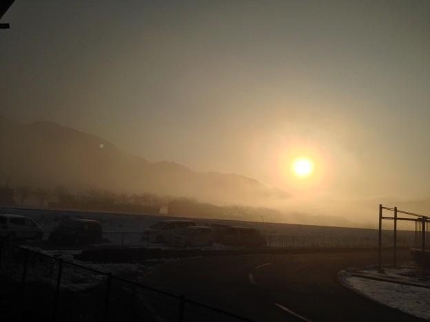 雲海の中の朝日