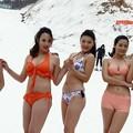 写真: 山東省青島雪上ビキニ小姐 スタイルは一番左、バストは右から二番目が好みです (1)