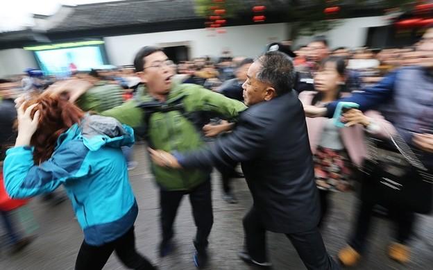 紹興 魯迅故宮で旅行客の喧嘩 (5)