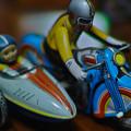 Photos: ブリキ玩具