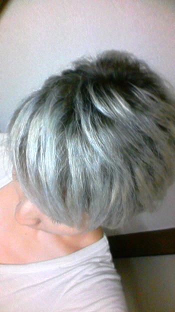 髪色 ブリーチ アッシュ