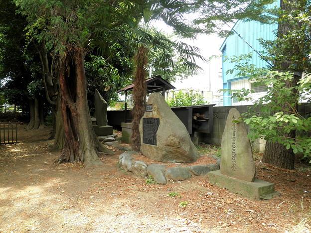 伊豆美神社(狛江)-08石碑群(拝殿右)a