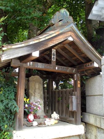 熊野神社-01庚申塔:青面金剛(剣人六臂)_文政十一年(1828)