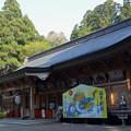 写真: 櫛引八幡宮・拝殿