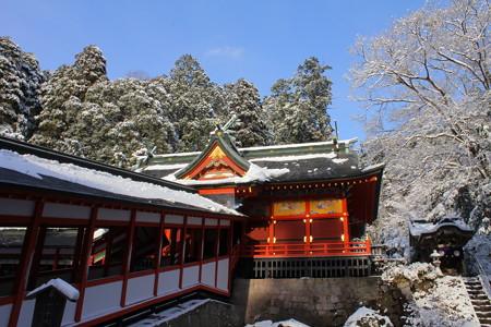 冬の霧島神宮・拝殿と税所神社