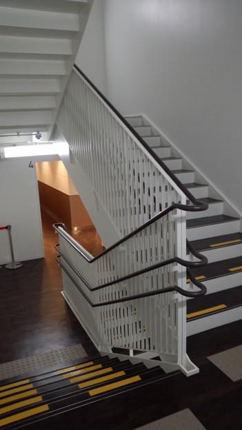駐車場階から店舗階へ