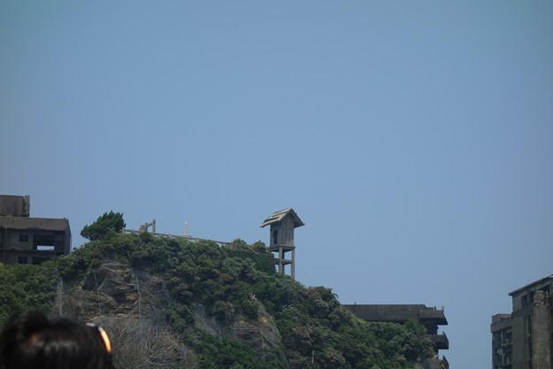 軍艦島の廃墟の神社