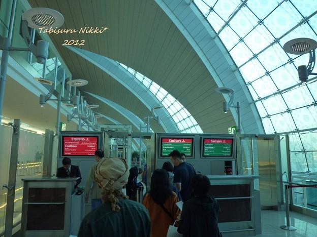 ドバイ空港 おしゃれなターバン!