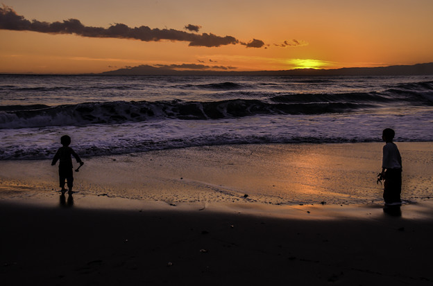 残照の浜辺