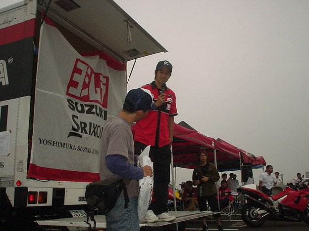 写真: 37_2005_atushi_watanabe_yoshimura_suzuki_jomo_with_srixon_racing_team