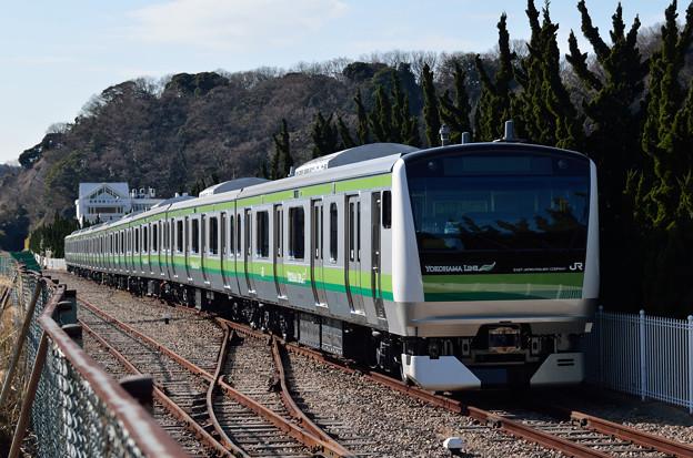 Photos: 神武寺に停車中のE233系H016編成