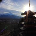 写真: 後光の中の富士山と塔(縦Ver.)