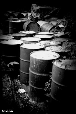 廃缶置き場