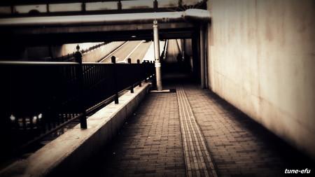 線路下の道