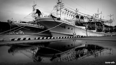 イカ釣り船の休息