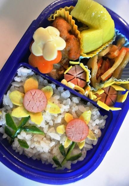 写真: 「ひまわり弁当」のつもりです。(*^_^*)
