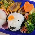 写真: 10月25日(金)「ナントカおにぎり弁当『NHK Eテレ番組『リタとナントカ』より)