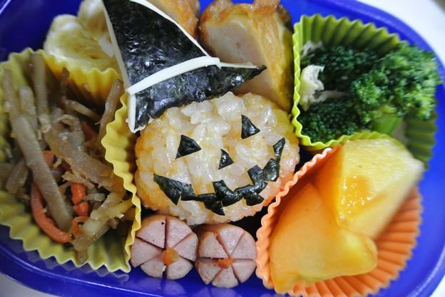 写真: 10月28日(月)「ジャック オ― ランタン おにぎり弁当」
