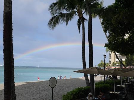 ビーチにかかる虹