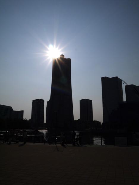 シルエットタワー