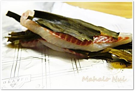 昆布に挟まれた鯛