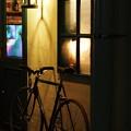 ランプの照らす入口