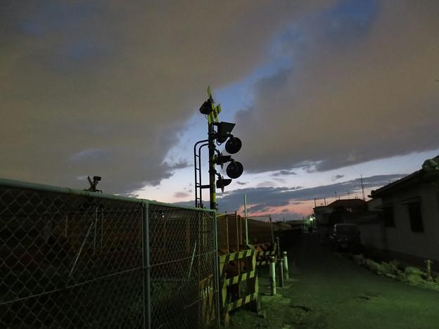 黄昏時の廃線踏切