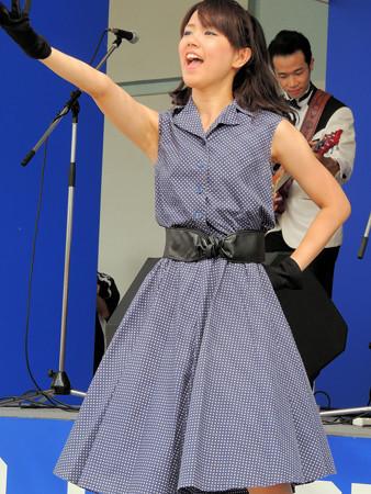 053 2組目だって、歌いながら踊ります