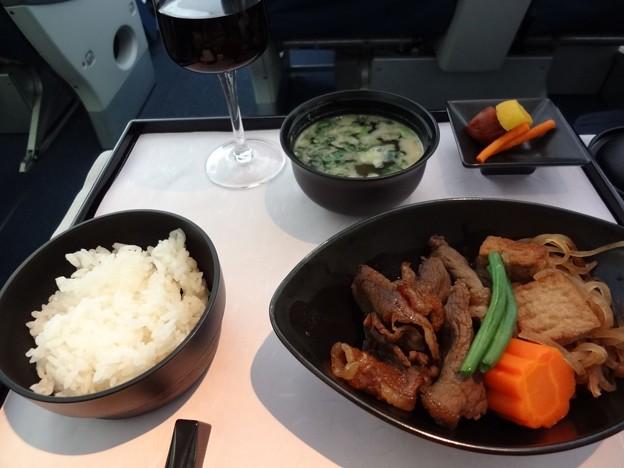 写真: デルタ航空ビジネスクラス和食メイン