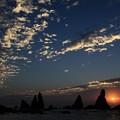 写真: 橋杭岩と日の出1
