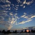 写真: 橋杭岩と日の出3
