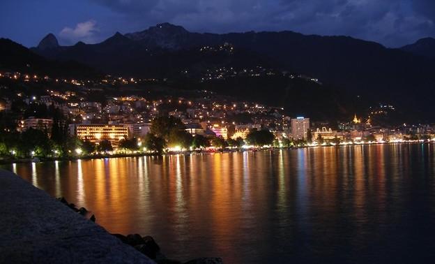 800px-MontreuxBeiNacht[1]