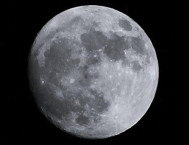 小望月 2 (モノクロ)(月齢:13.7) 01:25