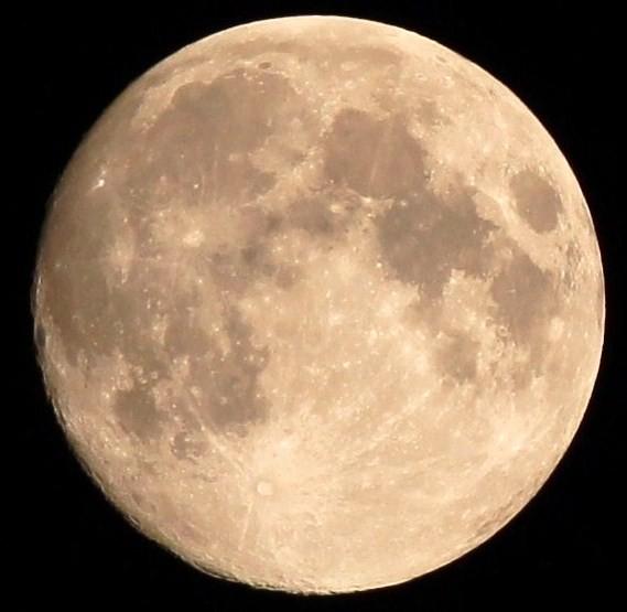 秋の夜長・・秋のお月見・・小望月  09:18