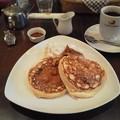 写真: パンケーキとコーヒーのセット、1260円也Σ(゜Д゜;)