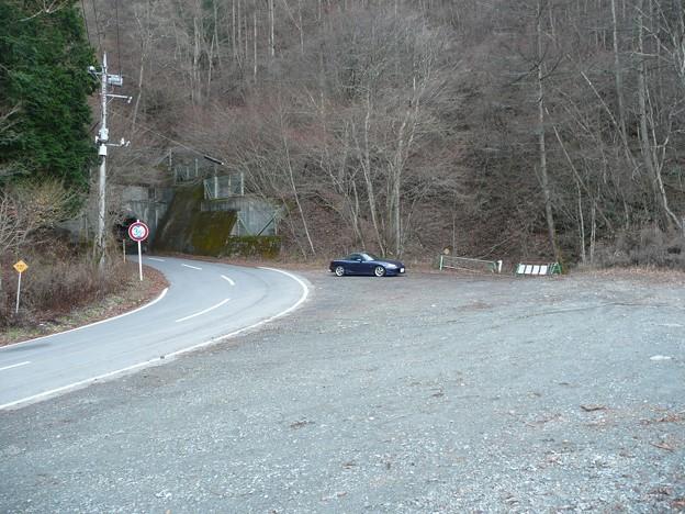 旧御坂隧道北口の駐車スペース